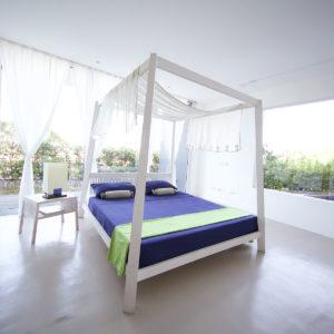 Mediterranea poster queen bed